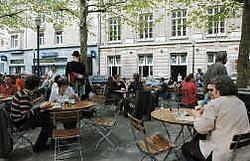 Het terras van De Markten is een perfect rustpunt voor de middagpauze.Herman Ricour<br>