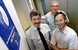 Louis Schepens, gerechtelijk directeur, Filip Mahieu, officier gerechtelijk coördinator AIK, en Stephaan Vantuyckom, diensthoofd AIK, stellen de resultaten van 2006 voor. David Stockman<br>