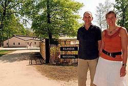 'Ik ben gelukkiger dan vroeger', bekent ex-bouwaannemer Erwin Stessens, die vandaag samen met zijn vrouw Karin een bivakplaats voor chiro, scouts en gehandicapten runt. Lily Leys