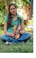 Kirsten Raeymaekers speelt al dertien jaar viool en brengt zaterdag haar eerste recital onder pianobegeleiding.<br> llt