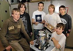 Het derde jaar Industriële Wetenschappen van het Sint-Jorisinstituut gaat met de robot door naar het Europees Kampioenschap. Paul De Malsche