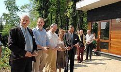 De leiders van de jongeren van Wagenschot zijn zeer trots op hun nieuwbouw. Guy Van Den Bossche<br>