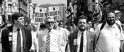 Karel Dillen (2de van links), geflankeerd door Filip Dewinter (l.) en Gerolf Annemans (r.) in juni 2001.belga<br>