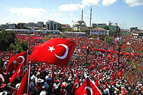 Turken betogen tegen regering