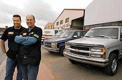 Dominique Provost (links) en Ivan De Rudder van de organiserende Speed Shop kijken uit naar het motorengeweld dat industriezone Kleine Akker zondag inneemt. Paul De Malsche