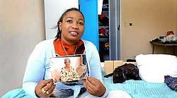 Benson uit Liberia, zelf mama van een zoontje, is blij dat ze haar moeder zondag kan bellen. 'Ze is 76, wat uitzonderlijk is in Afrika. Ze is een heel sterke vrouw.'<br>