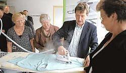 Burgemeester Marc Verheyden is naar eigen zeggen niet zo vertrouwd met het strijkijzer. Willy Fluyt <br>