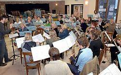 Jos Rossignol geeft na dit weekend het dirigeerstokje van de concertband Teralfene door aan zijn schoonbroer Johan Minner.Yvan De Saedeleer<br>