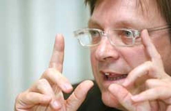 Verhofstadt stelt nota staatshervorming aan koning voor
