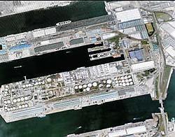 De satellietbeelden van Google Earth, hier van de haven van Antwerpen, zijn vrij te raadplegen.photo news<br>