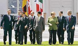 Op weg naar de groepsfoto: Tony Blair, Juan Manuel Barroso, Nicolas Sarkozy, Vladimir Poetin, Shinzo Abe, Angela Merkel, Romano Prodi en George Bush. ap<br>