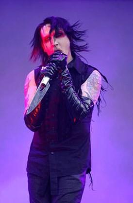 'Marilyn Manson heeft van groepsinkomsten nazi-memorabilia gekocht