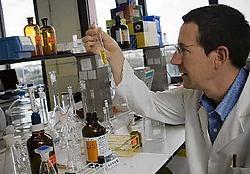 Professor Jan Tytgat zoekt naar cocaïneresten in afvalwater.Jef Collaer<br>