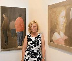 Galeriehoudster Hélène De Pesseroey van galerie Arcade, bij werk van Marcel Maeyer. 'De mens in al zijn complexe eenvoudigheid.'Frederiek Vande Velde