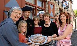 Abdis zuster Johannes kreeg de primeur van het Sint-Trudogebak, een lekkernij bedacht door Marc Verheye en Karine De Meyer van tearoom Usilia.Michel Vanneuville<br>