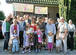 Els, Gerrit en kinderen Gretel en Sebastian tussen familie, buren en vrienden: welkom thuis!Hendrik De Rycke
