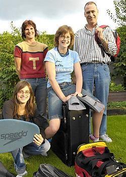 Sascha Van den Branden pakt haar valiezen met haar ouders en zus Shana Frank Meurisse
