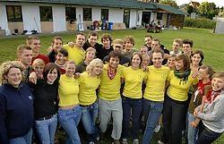 De KLJ-vrijwilligers werken deze week met man en macht aan de inrichting van de tent en de zalen.<br> Paul De Malsche