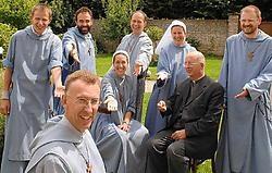 Buiten stichter Bernard Debeuf en Alexander Rodenbach (vooraan), zijn alle broeders en zusters van de enige gemengde kloostergemeenschap in Vlaanderen jonger dan veertig.