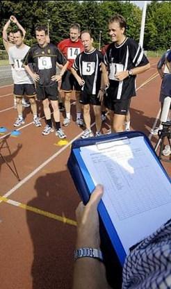 De scheids- en lijnrechters worden elk jaar aan fysieke testen onderworpen.photo news<br>