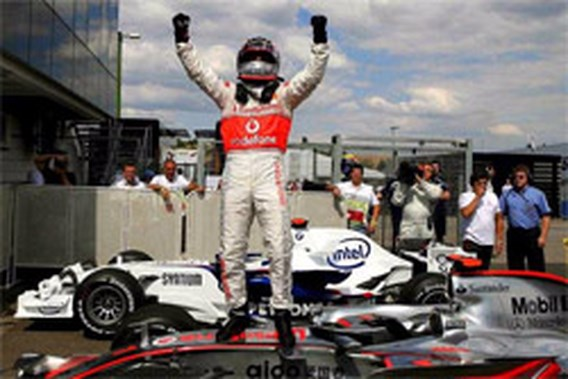 Fernando Alonso pakt de pole in Hongarije