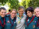 De Denen Andreas, Sofie, Linea en Anne Mette geschaard rond de Meense Sofie Nuytten. <br>