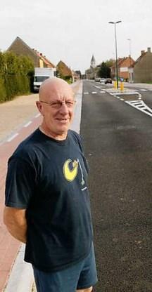 'We zijn heel blij dat de Molenstraat in recordtempo werd afgewerkt', vertelt buurtbewoner André De Bruyne.vacas
