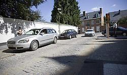 In de vernieuwde Cleynaertstraat liggen de betonstraat-<br>stenen over een vijftiental meter oneffen. <br>Jef Collaer<br>