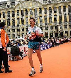 Steven Somers nam in oktober 2004 al deel aan de marathon van Brussel. rr<br>