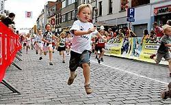 Ook het jonge volkje liep gisteren in Herentals om te tonen dat lopen ontspannend kan zijn. Louis Verbraeken<br>
