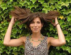 Hoewel Saartje Vandendriessche het liefst met haar haren in de wind fietst, draagt ze voortaan toch een fietshelm. Marc Herremans<br>