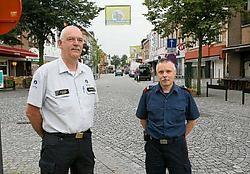 Martin Regelbrugge van de Bornemse brandweer en Marc Vervoort van politiezone Klein-Brabant zijn klaar voor de Dodentocht. Eddy Van Ranst