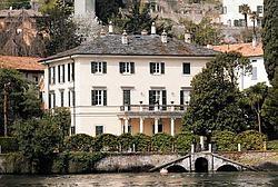 Veel plezier heeft George Clooney nog niet beleefd aan zijn villa aan het Comomeer. photo news<br>
