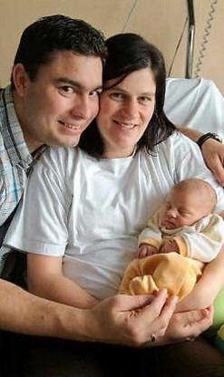 Frederik Willio en Diana De Bie werden vrijdag de trotse ouders van Shania. Zij zijn niet de enige gelukkige kersverse ouders. In augustus werden in Herentals al 64 kindjes geboren. Lily Leys <br>