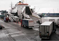 Volgens de Britse krant The Daily Express geraken illegale vluchtelingen via de haven van Oostende makkelijk in Groot-Brittannië. Peter Maenhoudt<br>