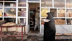 Een bakkerij in de wijk Hurriyah in het noordwesten van Bagdad. Puur sjiitisch gebied nu alle soennieten met geweld verdreven zijn.ap<br>