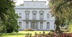 Denis Geers wil het kasteel Rooselaer af en toe openstellen voor het publiek.Frederiek Vande Velde