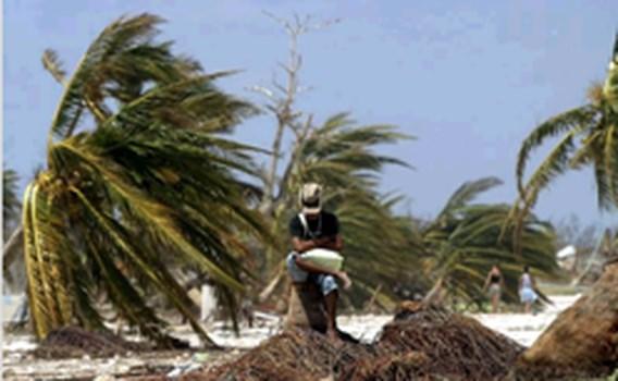 Orkaan Dean zwakt af tot tropische storm