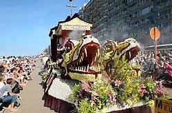 De wagen met Chinese maskers won de publieksprijs en de eerste prijs van de officiële jury. Norbert Minne