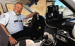 Vanuit zijn anonieme wagen flitst commissaris Philippe Samyn steeds meer snelheidsduivels. Patrick Holderbeke