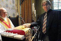 De priester van de Heilig Bloedkapel kan dankzij het beveiligingssysteem van Marc De Rick voortaan met een gerust hart slapen. Michel Vanneuville