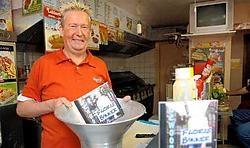 Patrick Van de Velde, alias Floris Bakker, wil naar de top met zijn Frietlied.Yvan De Saedeleer
