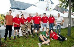 Marc De Smet en het feestcomité willen de dorpelingen dichter bij elkaar brengen.vacas