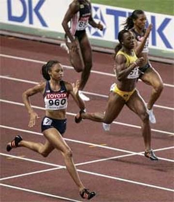 Allyson Felix maakt indruk in halve finales 200 meter
