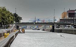 Zeeschepen kunnen nu al niet meer onder de Van Praet-brug. Herman Ricour