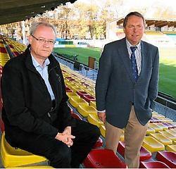 Peter Verdonck (links) en Dannick Minne moeten een week voor het grote openingsfeest van het vernieuwde Albertparkstadion alles afgelasten door de nieuwe voetbalkalender. Peter Maenhoudt