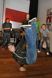The groepsleden van Addicted Crew houden van funk en halen ogenschijnlijk halsbrekende toeren uit.<br> Paul De Malsche
