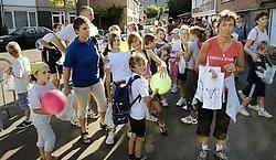 Traditioneel nemen ook heel wat schoolkinderen deel aan de Wuitensmarsen. Paul De Malsche<br>