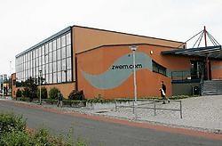 De renovatie van het zwembad werd voltooid in 2002, maar het project is nog steeds niet opgeleverd door allerhande problemen. Eddy Van Ranst<br>