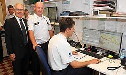 Vanuit de controlekamer van de dispatching kan de locatie van alle politieagenten bepaald worden. Bart Vandenbroucke